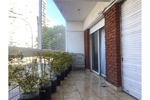 dpto reciclado con patio y balcón muy luminoso