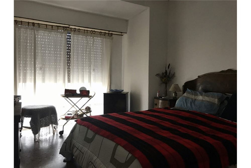 dpto tipo casa en 1er piso + local en pb + terraza