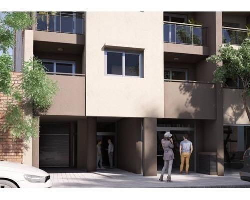 dptos.  1 dormitorio. contra frente con patio y balcón terraza. paraguay  2223