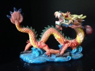 dragão em resina