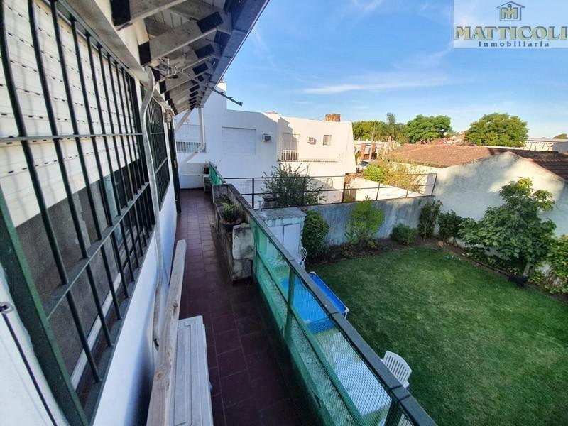 dto. 3 ambientes con patio y balcon en villa ballester