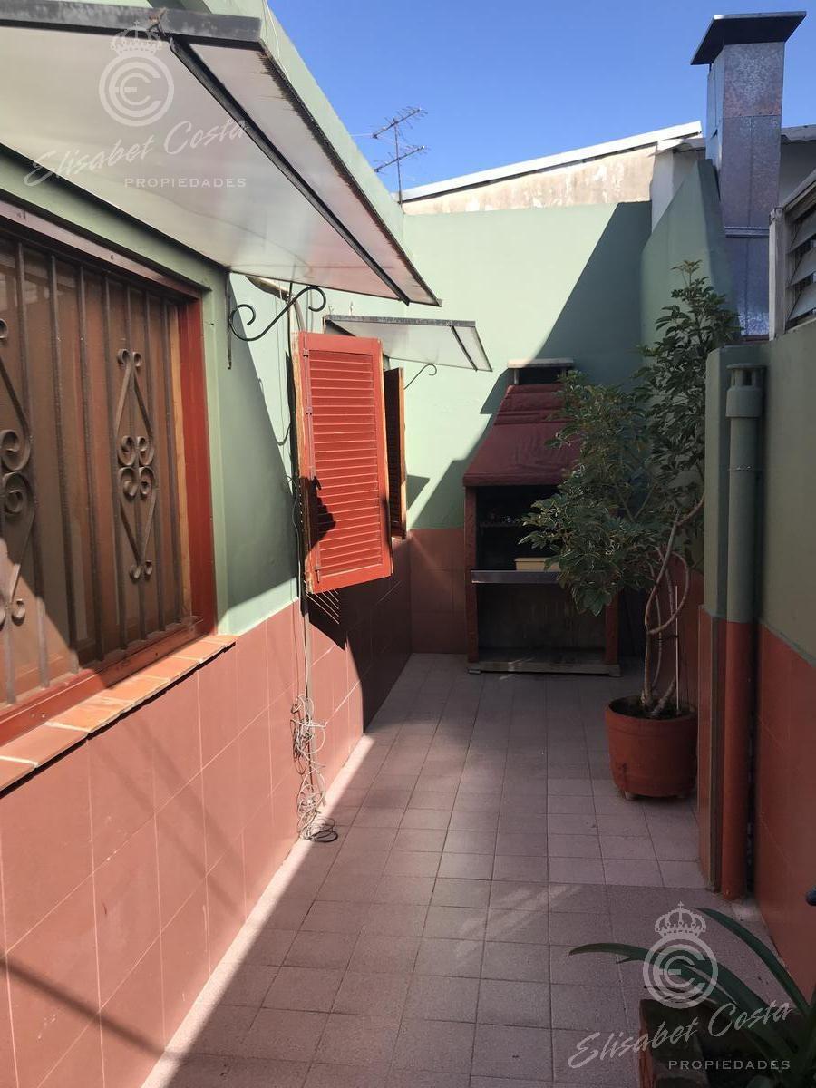 dto tipo casa de 3 ambientes con dos patios.