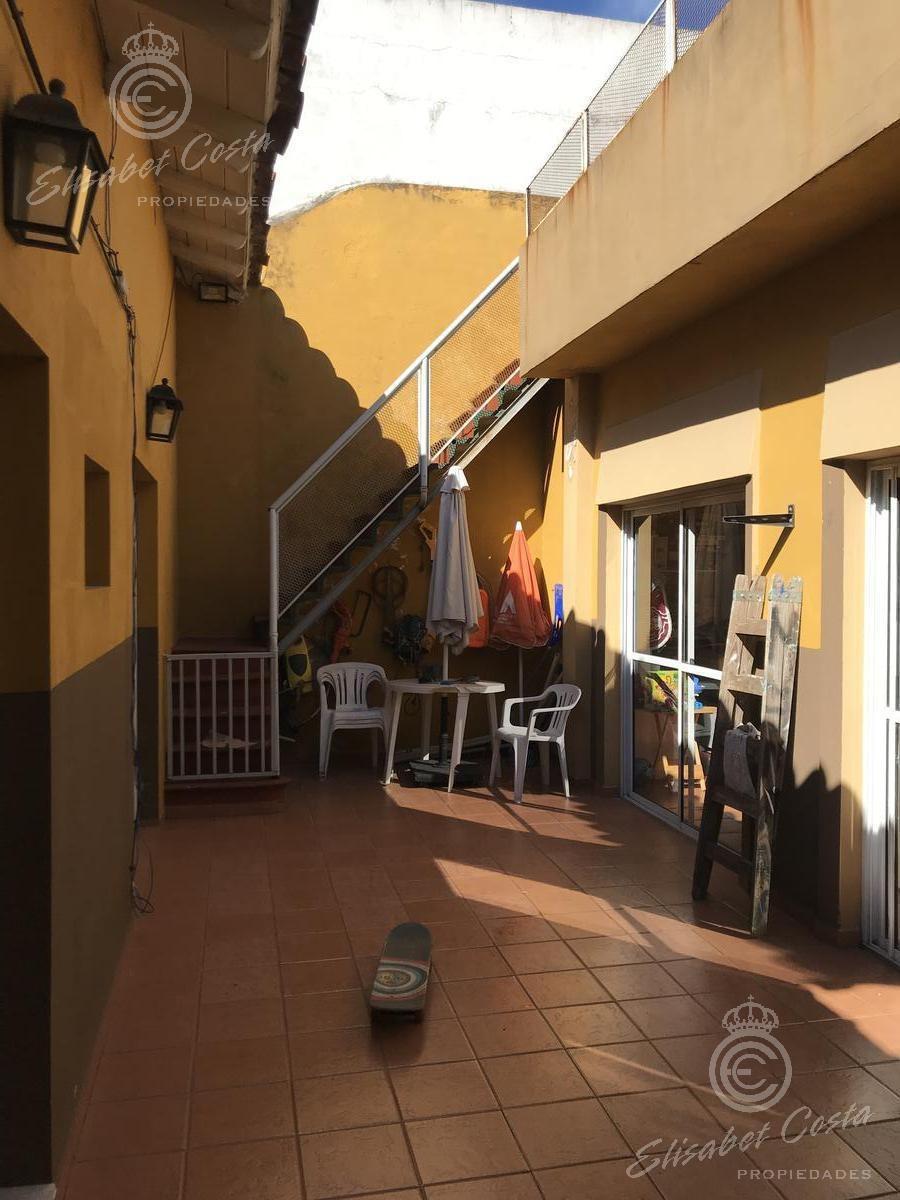 dto tipo casa unico por pasillo con 2 patios y quincho