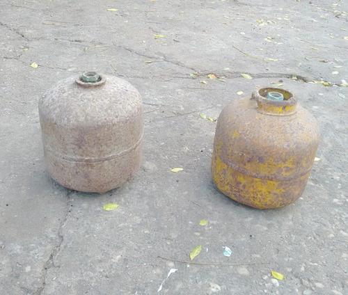 duas botija de gas p-2 vazia botijão pequeno