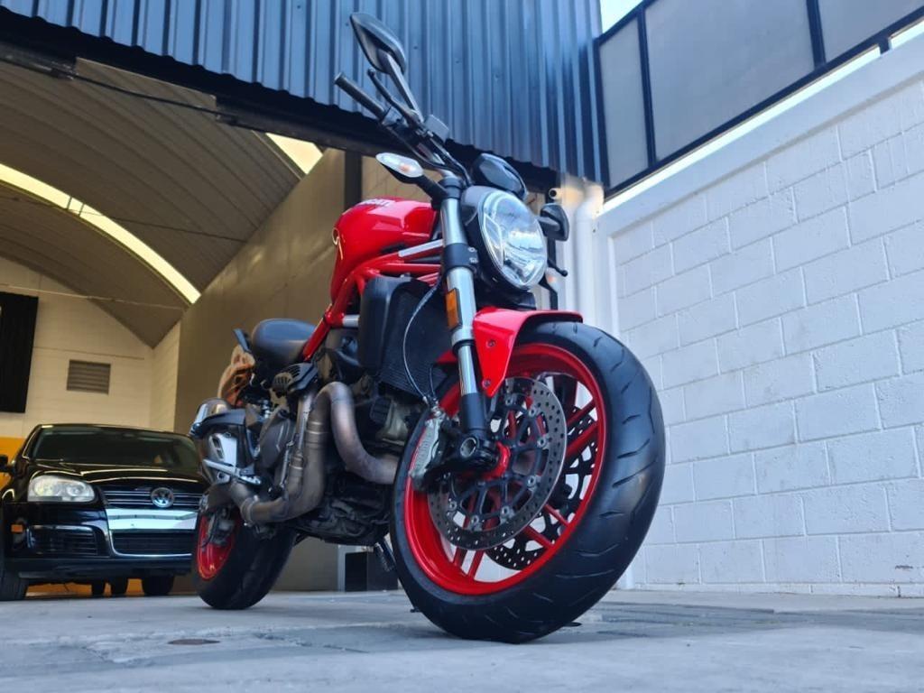 DUCATI MONSTER 821 2015 - Vente motos Roadster