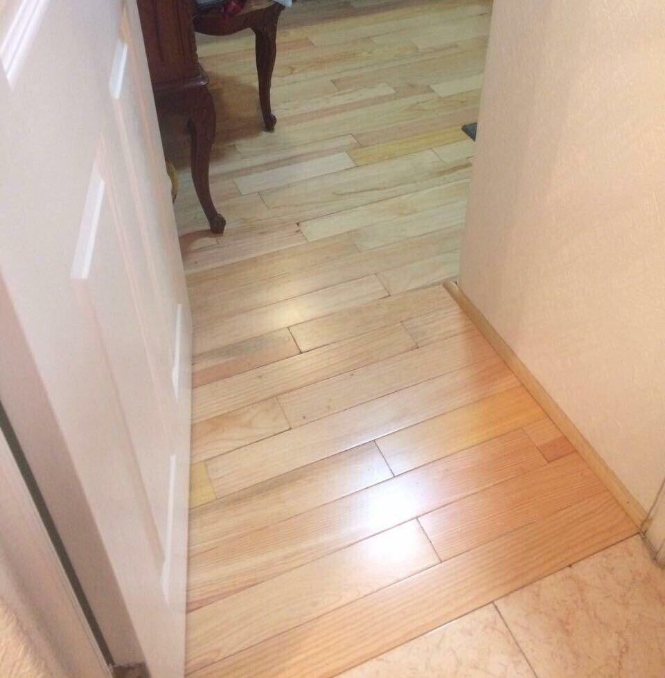 Duela de pino madera s lida tratada para piso en for Pisos interiores