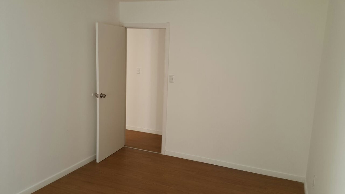 dueña 2 dormitorios ascensor cochera con portón automático