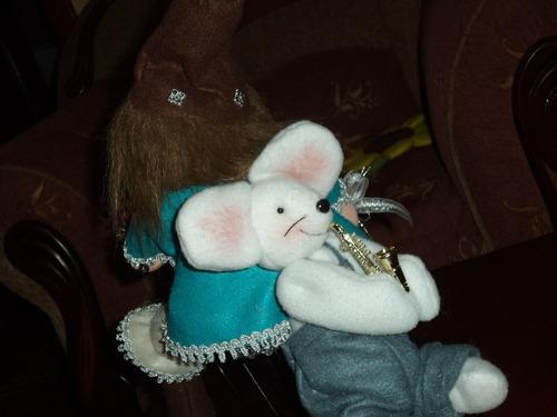 duende y ratoncito en bicicleta
