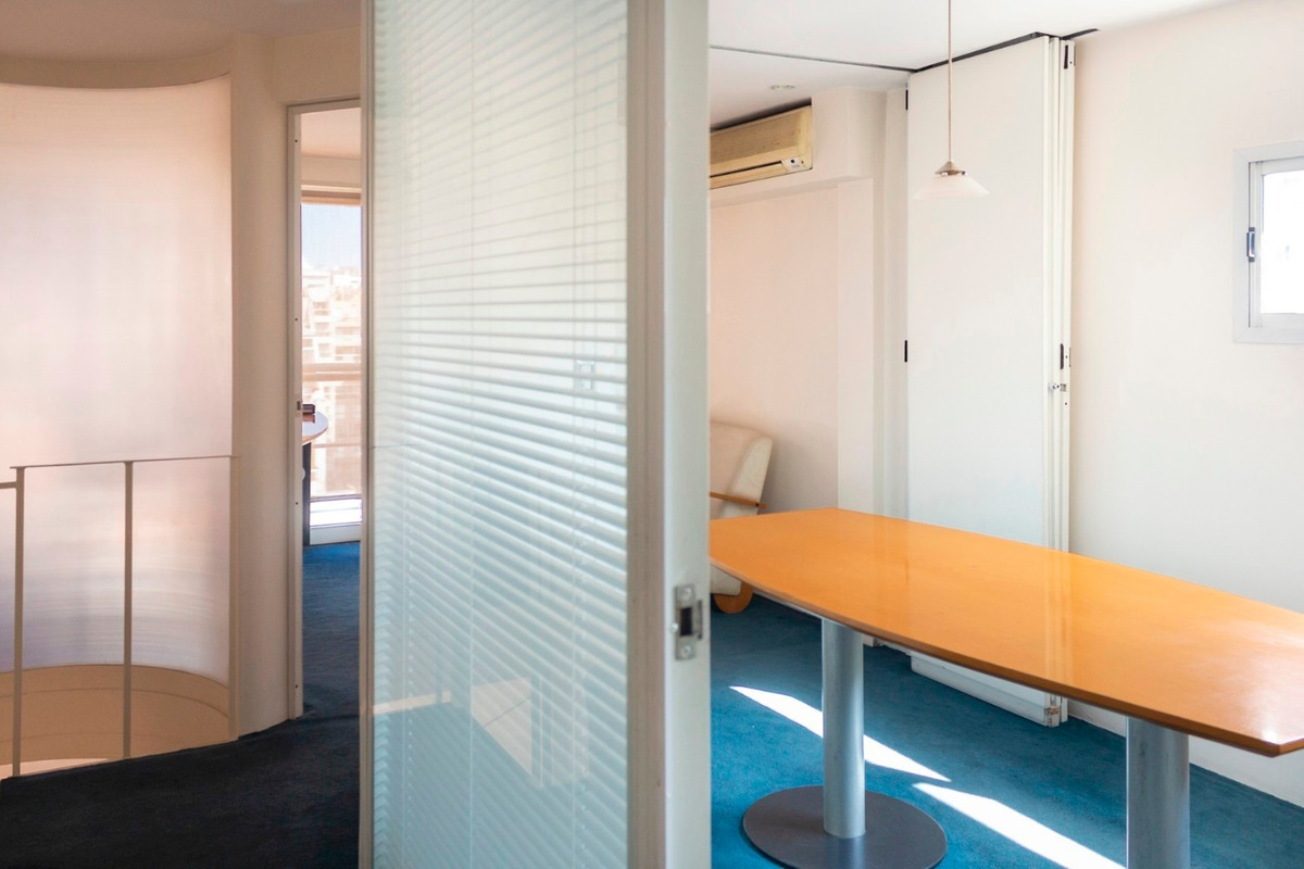 dueño 60 mts oficina muy luminosa en duplex semi amoblada