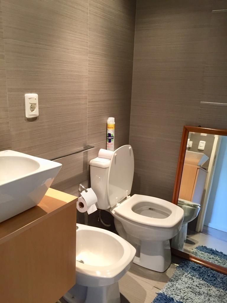 dueño. hermoso apto. de 2 dormitorios (1 en suite) y 2 baños