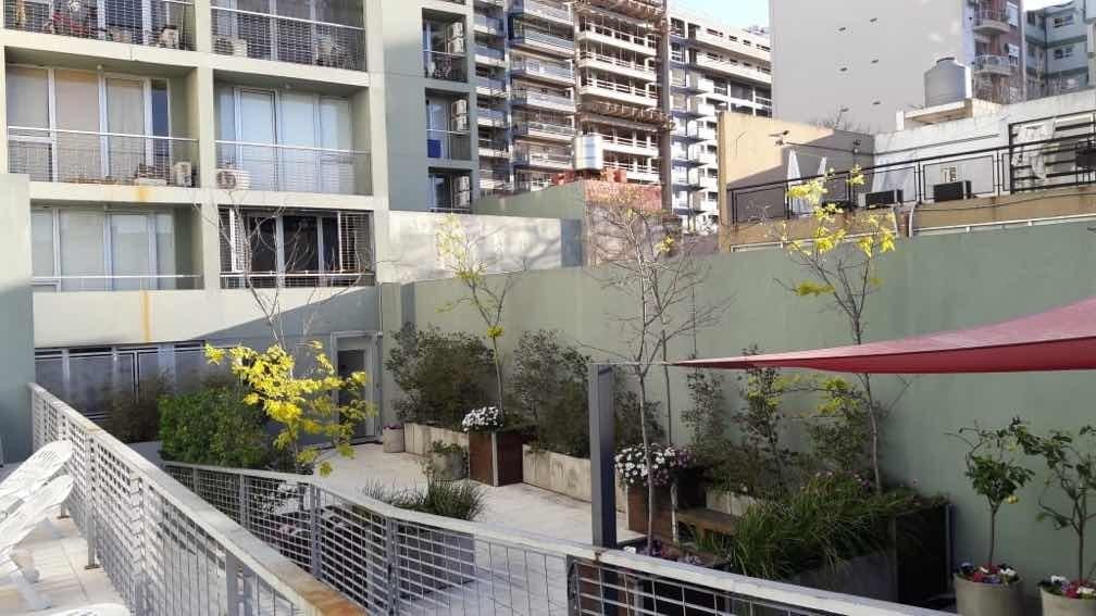 dueño vende 2 ambientes 46mts c/balcon av independencia 4100