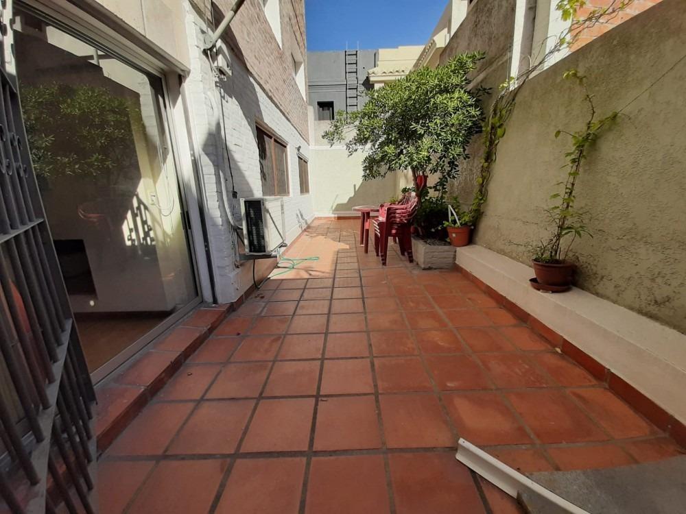 dueño vende apto en punta carretas 2 patios y garage