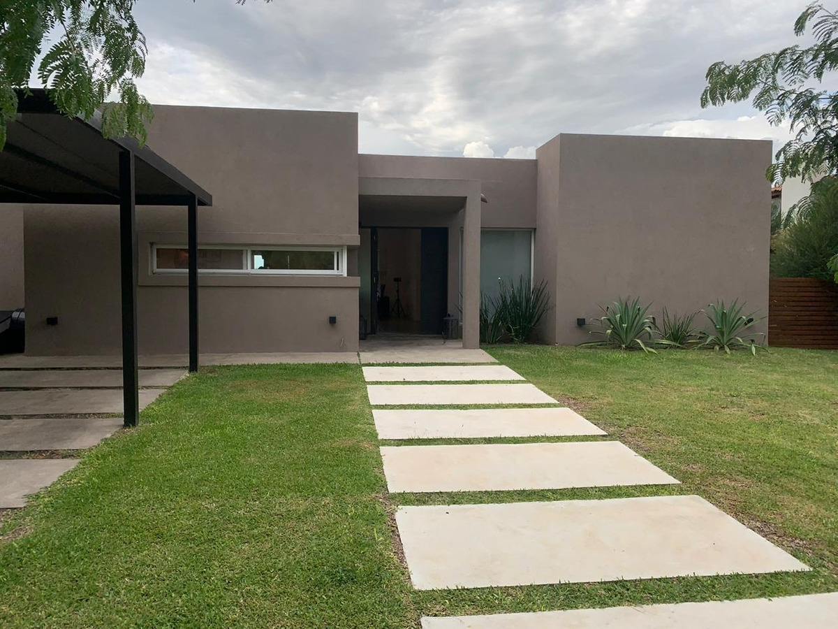 dueño vende  casa  barrio santa teresa