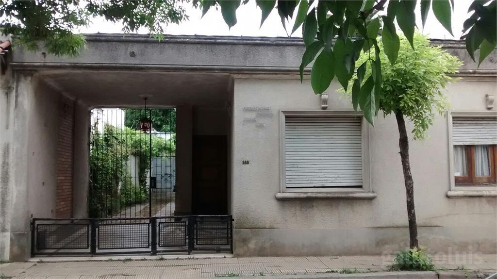 dueño vende casa en canelones amplia a una cuadra del centro