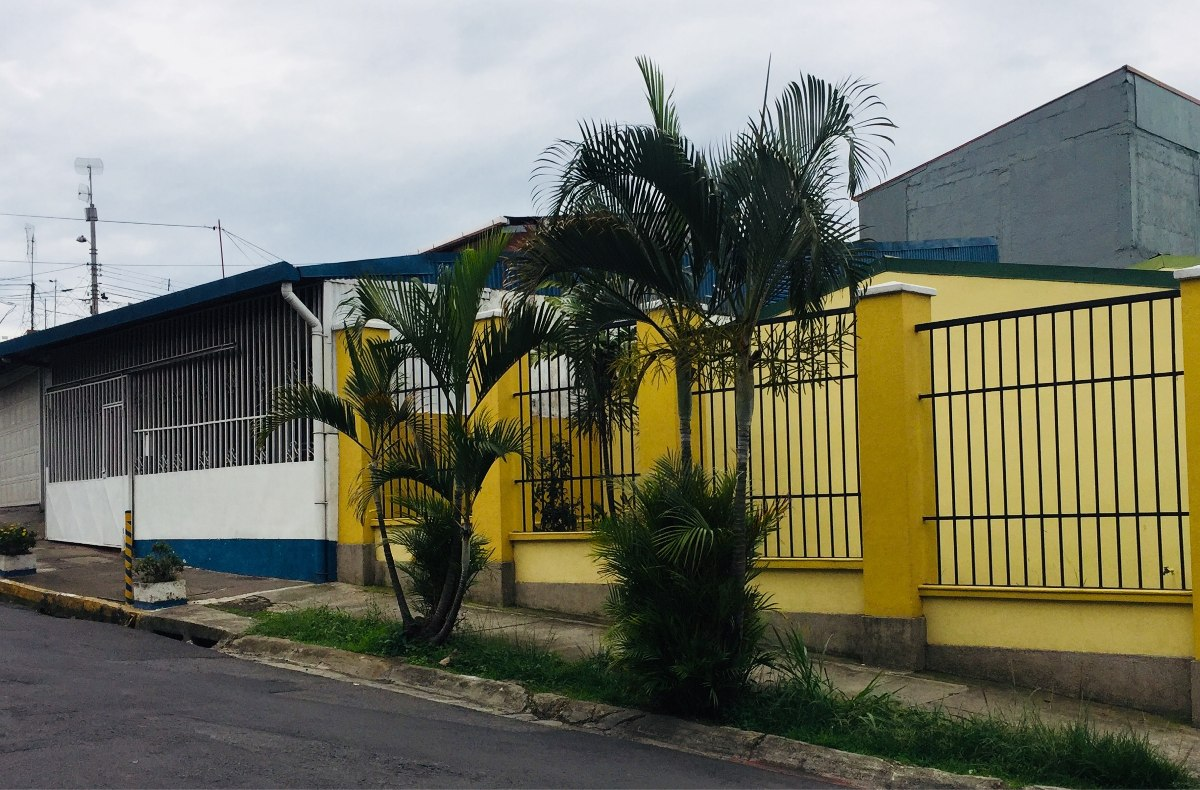 dueño vende casa grande en paso ancho