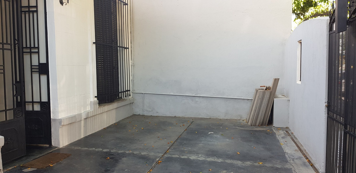 dueño vende casa lanús centro a 5 cuadras de la estación.