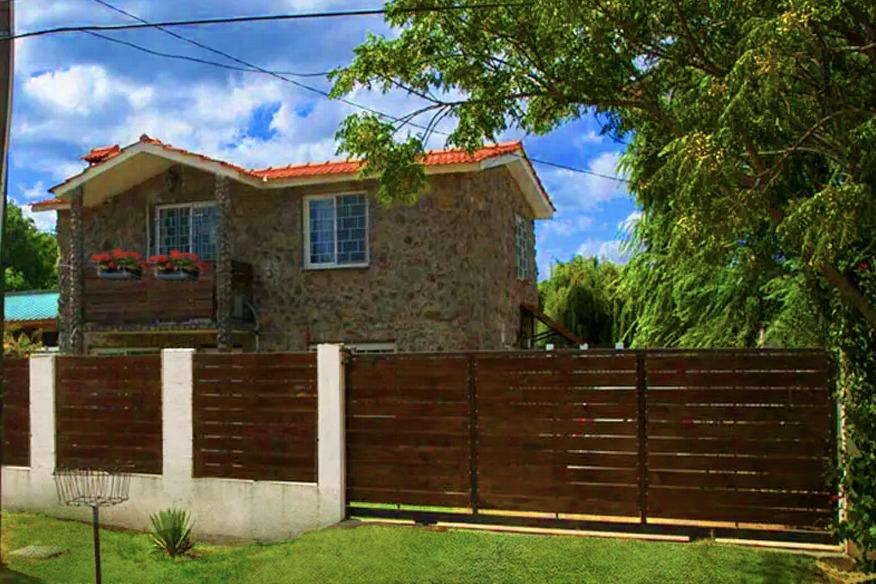 dueño vende dos casas