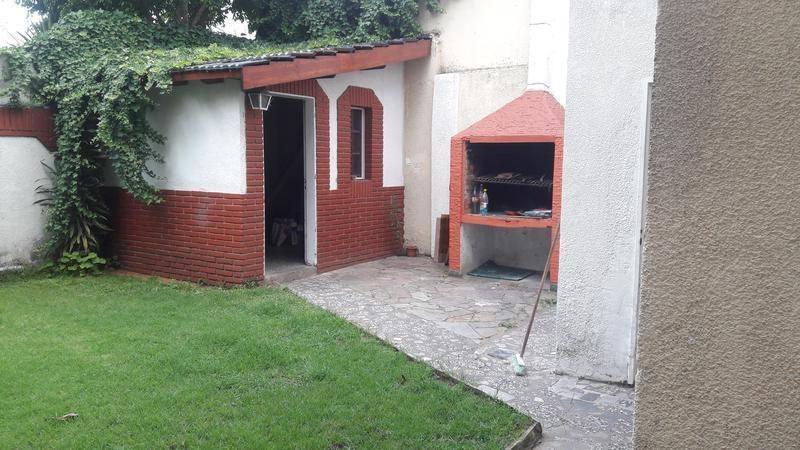 dueño vende excelente casa de 5 amb. jardin/terraza b. naon