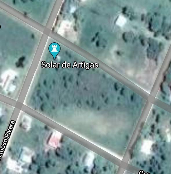 dueño vende manzana  en pueblo histórico de uruguay