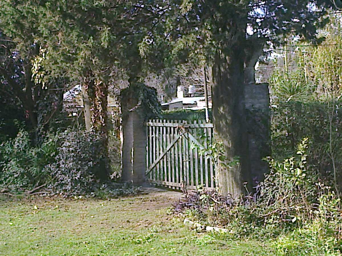 dueño vende o permuta casa quinta c pileta d material 1200m