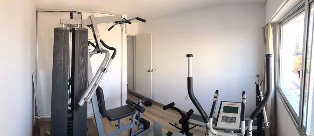 dueño vende precioso apartamento en malvin con garaje.
