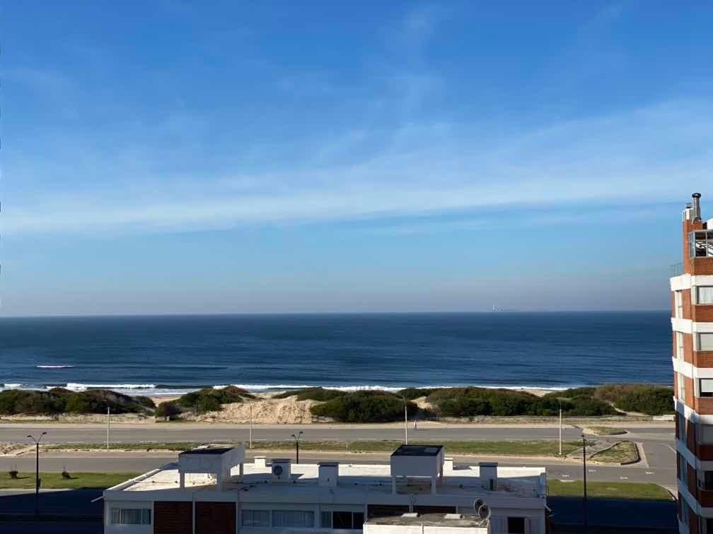 dueño vende torre del triángulo con vista franca al mar