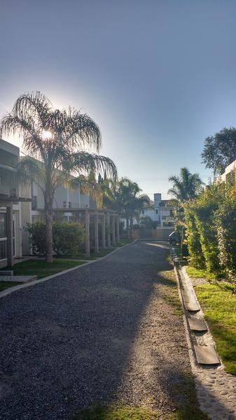 duplex 1 dormitorio,patio,cochera y pileta,carlos paz