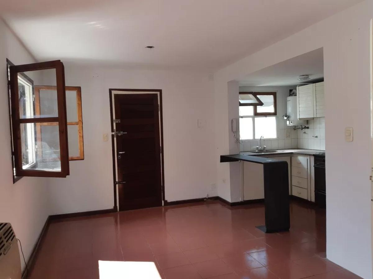 duplex 2 dorm, 2 baños y cochera-apto banco- la plata