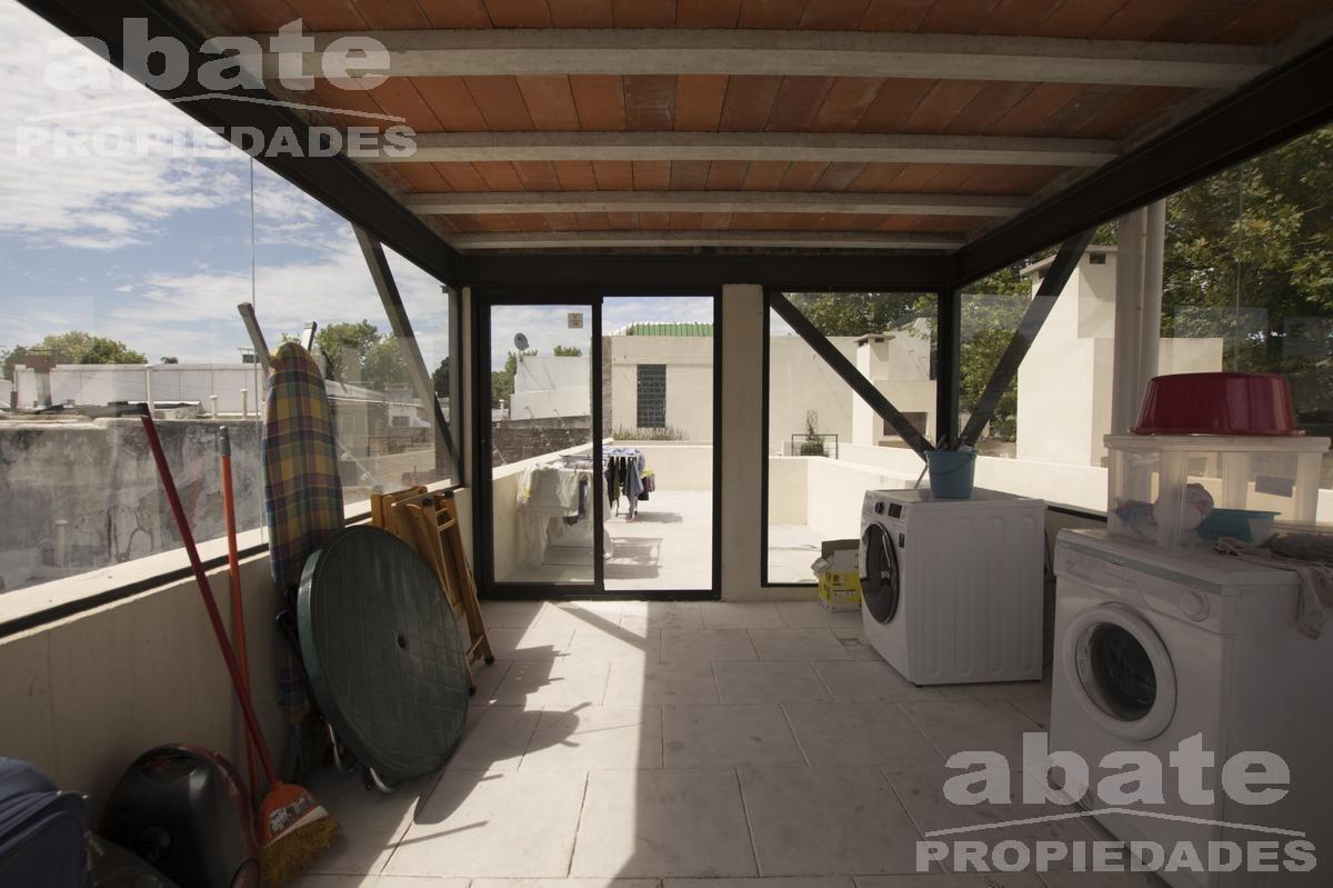 dúplex 2d con patio y barbacoa abierta con parrillero de uso exclusivo!