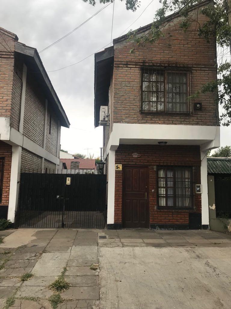duplex 3 amb. con entrada de auto y patio