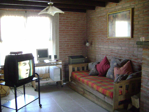 duplex 3 ambientes, 2 baños, garage y jardin c/parrilla