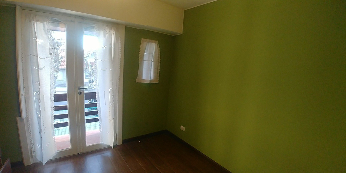 duplex 3 ambientes con balcon saliente, entrada de auto y patio, reciclado a nuevo