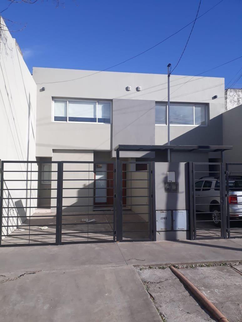 duplex 3 ambientes en barrio san jose, con entrada de auto y patio con parrilla
