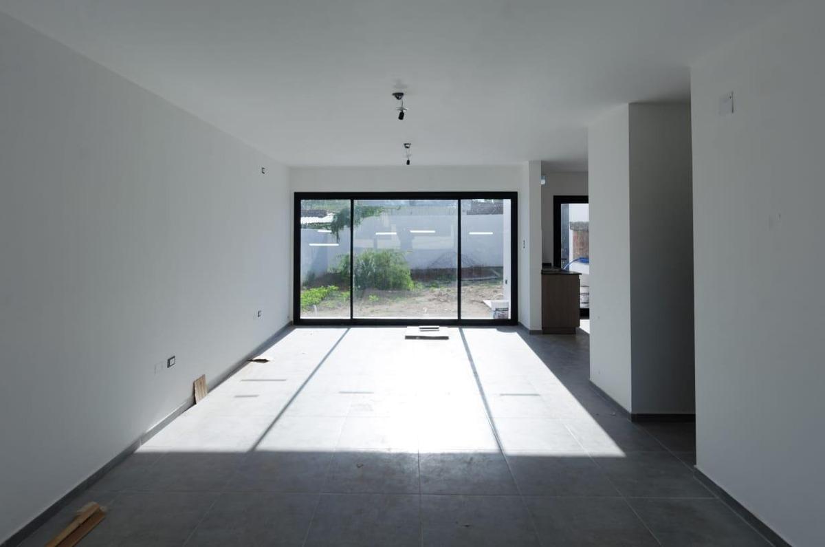 dúplex 3 dormitorios categoría 170 cub / 225 terreno