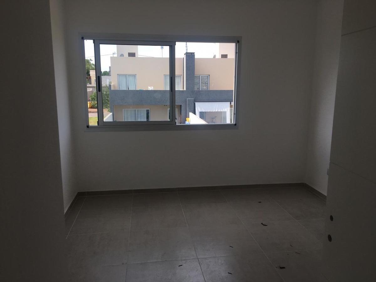 dúplex 3 dormitorios chacras del norte 195 cub / 180 terr