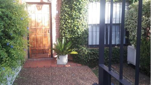 duplex 4 amb. entrada de auto ,patio, parrilla apto credito