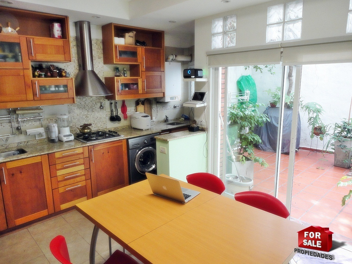 duplex 4 ambientes con cochera, patio y parrilla