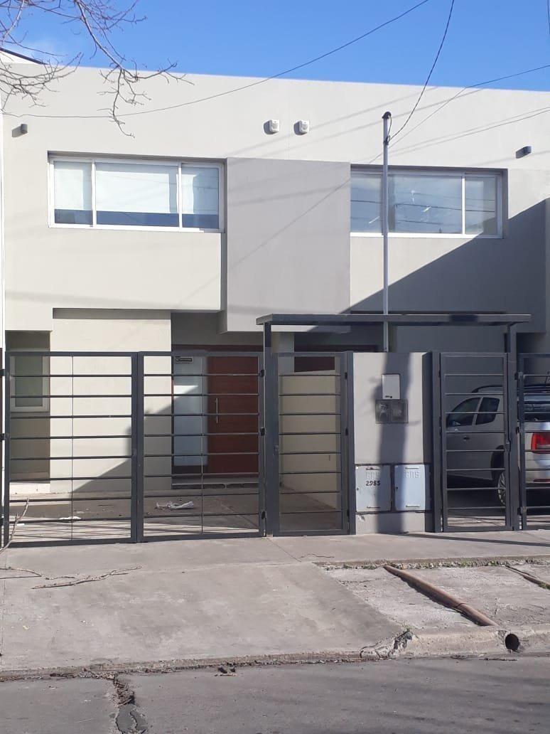 duplex a estrenar 3 ambientes con cochera y patio