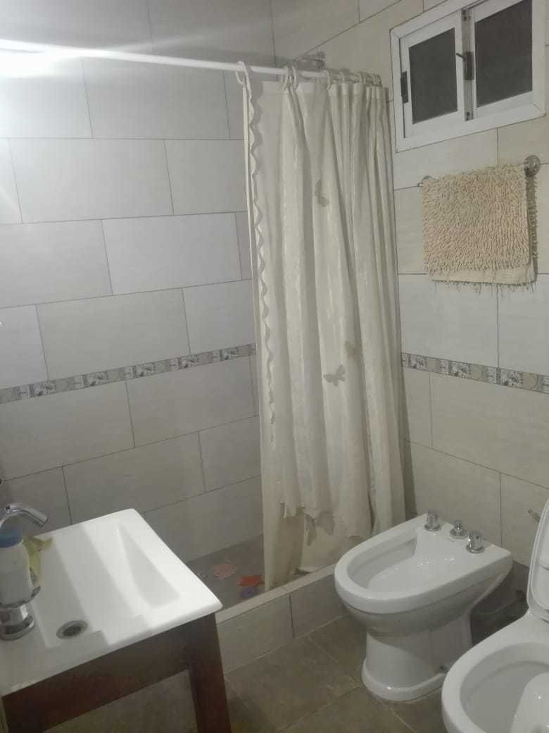 dúplex a la calle; 3 ambientes 2 baños,balcon.los pinos