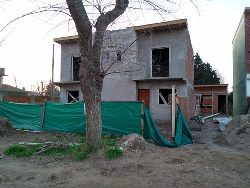 duplex al frente  a 5 cuadras del mar - calle 70  e 5 y 6