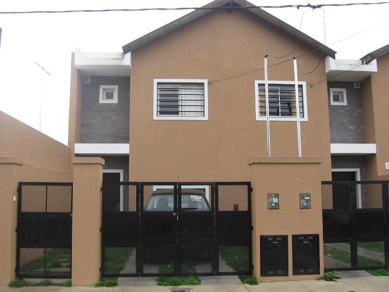 duplex casa en venta city bell 2 dorm entre caminos