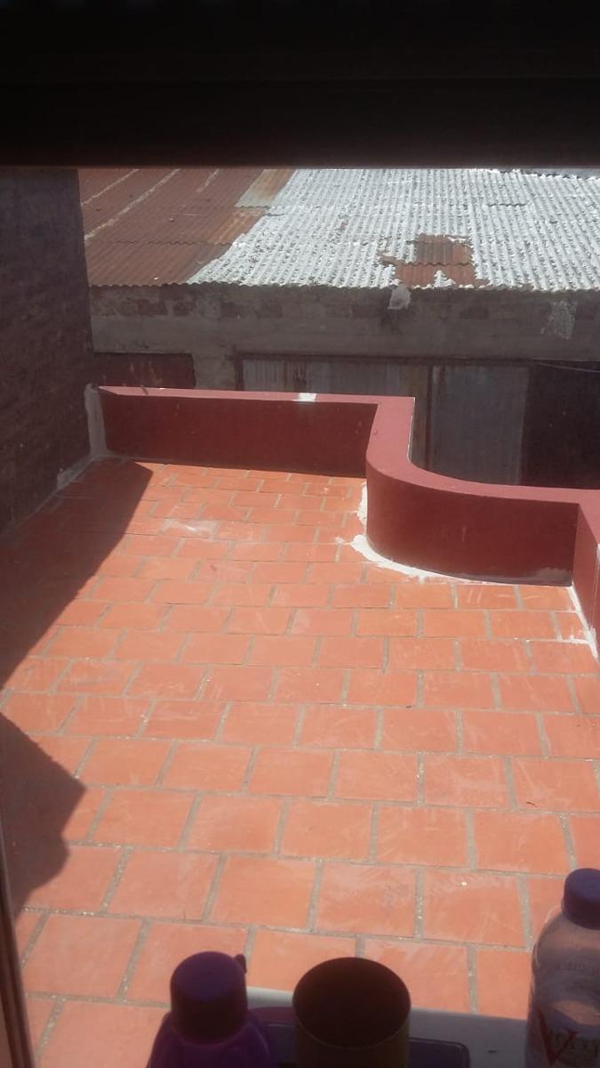 duplex casanova centro - cochera cubierta + 2 baños