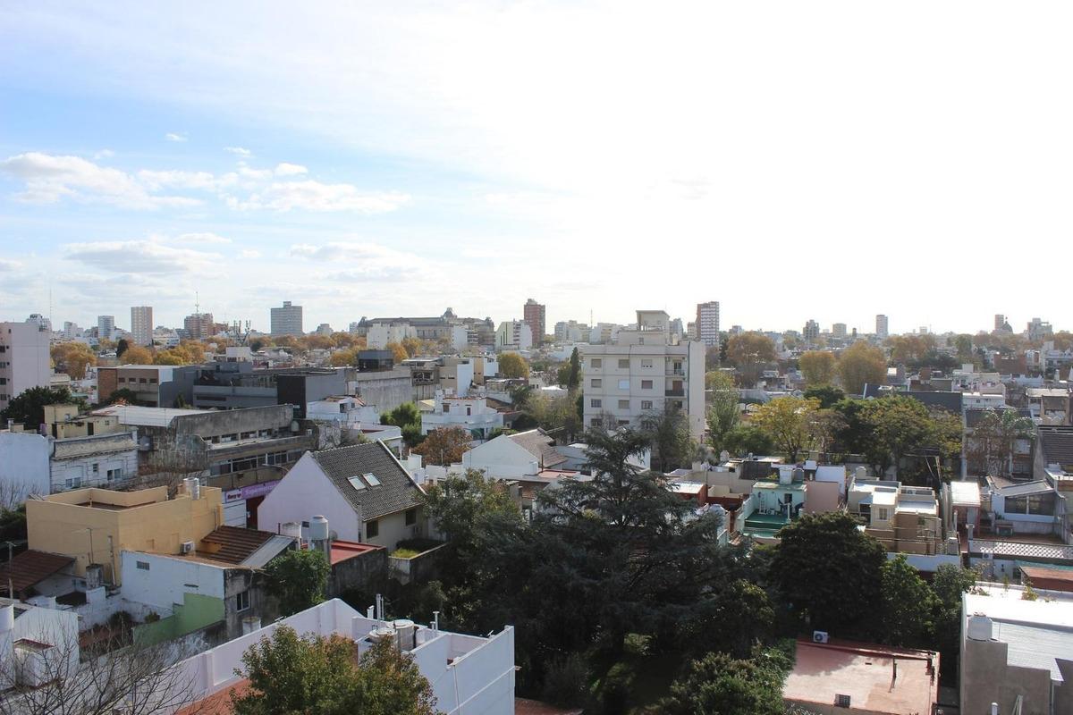 duplex con balcon terraza. toma propiedad en parte de pago