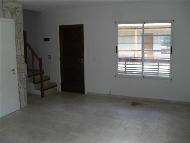 duplex con doble cochera ubicado a metros del centro