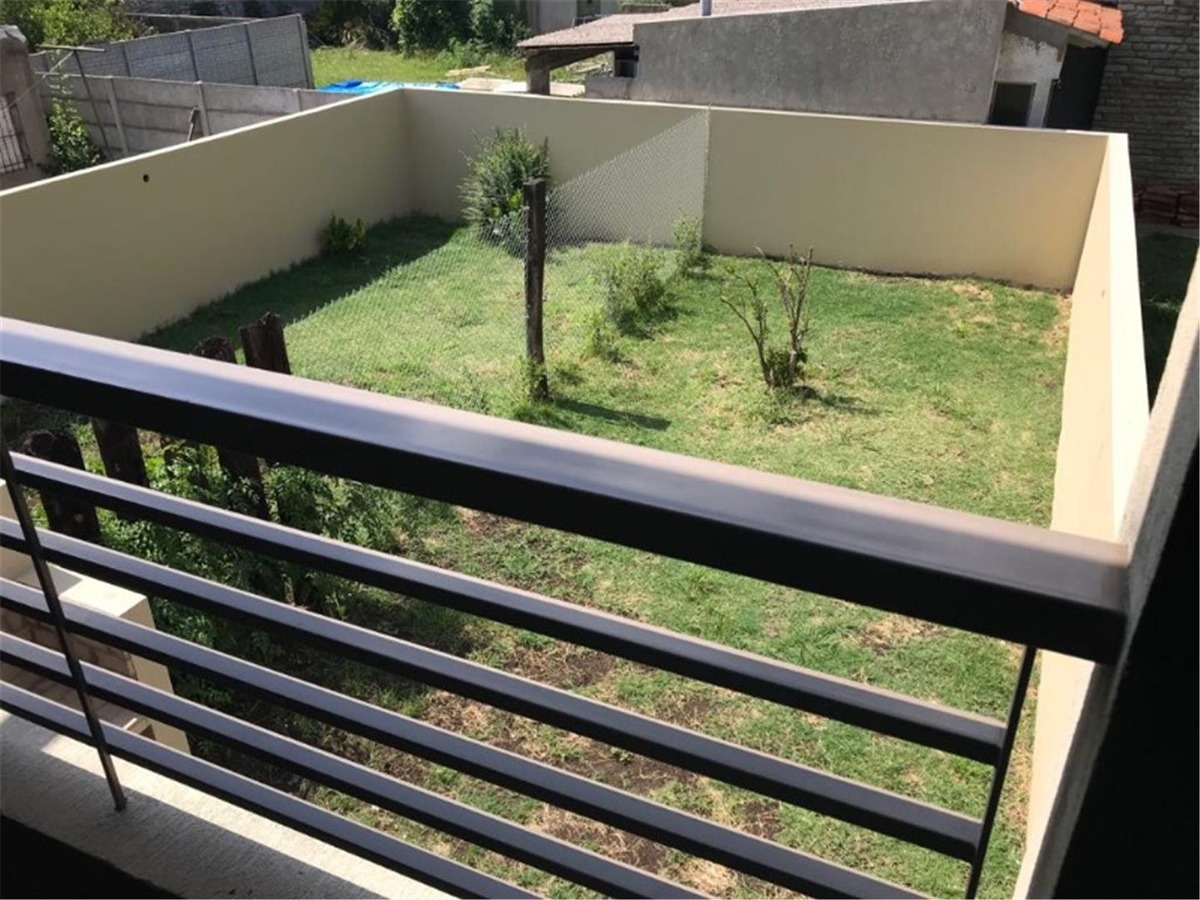 duplex con parque parrilla 509 y 17  gonnet dos dormitorios