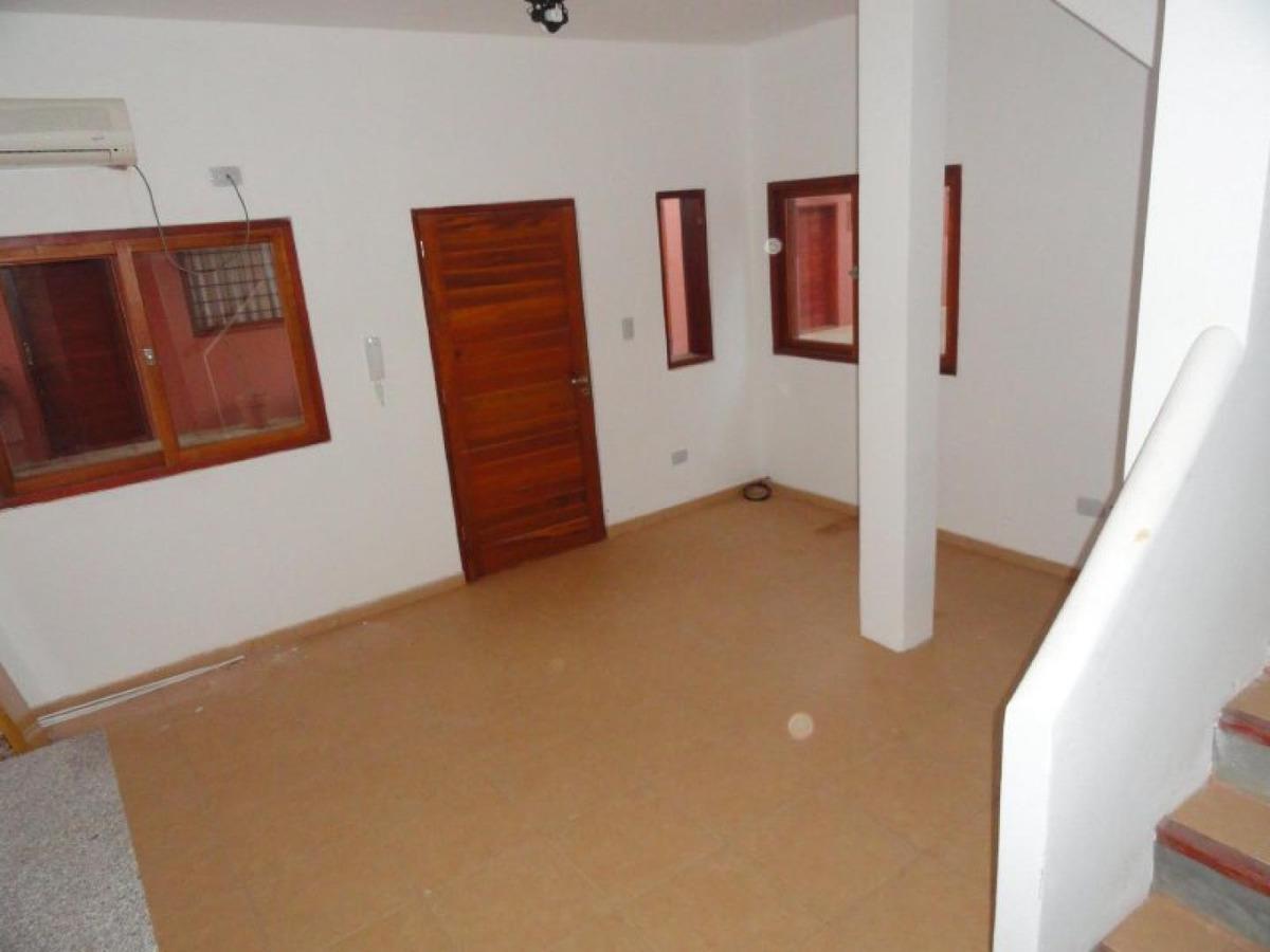 duplex de 1 dormitorio a pasos del centro, en venta.-