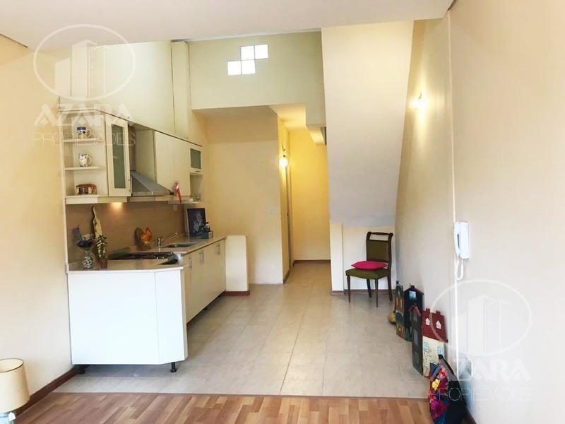 dúplex de 3 ambientes con pequeño patio, a 4 cuadras de av. del libertador.