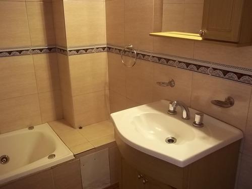 duplex de 4 ambientes en alquiler lomas del mirador.-