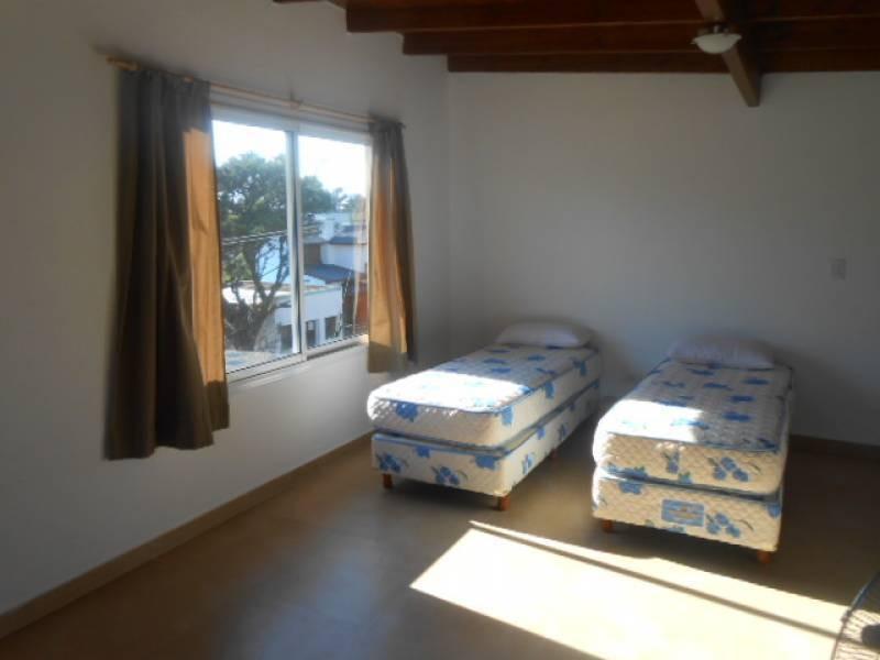 duplex de dos dormitorios, con jardín propio. a 150 metros del mar