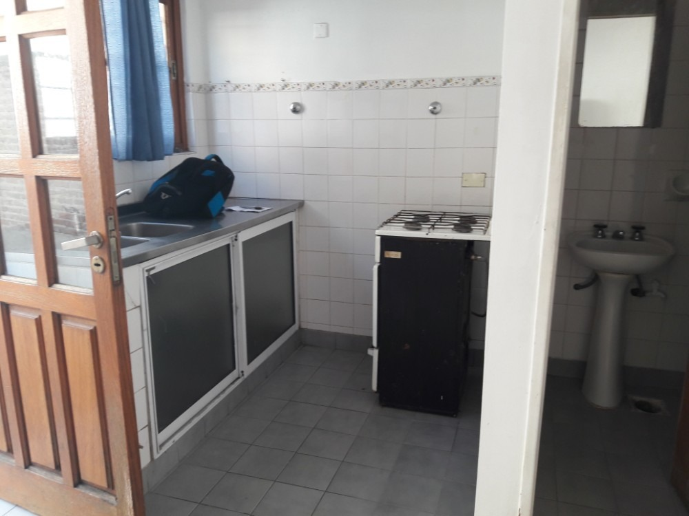 duplex dos dormitorios con cochera descubierta.